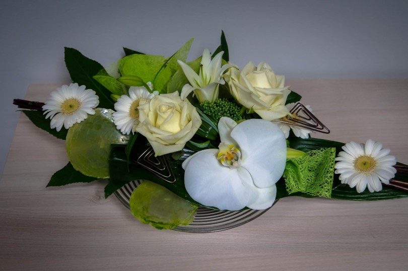 centre de table assiette brigand fleurs. Black Bedroom Furniture Sets. Home Design Ideas